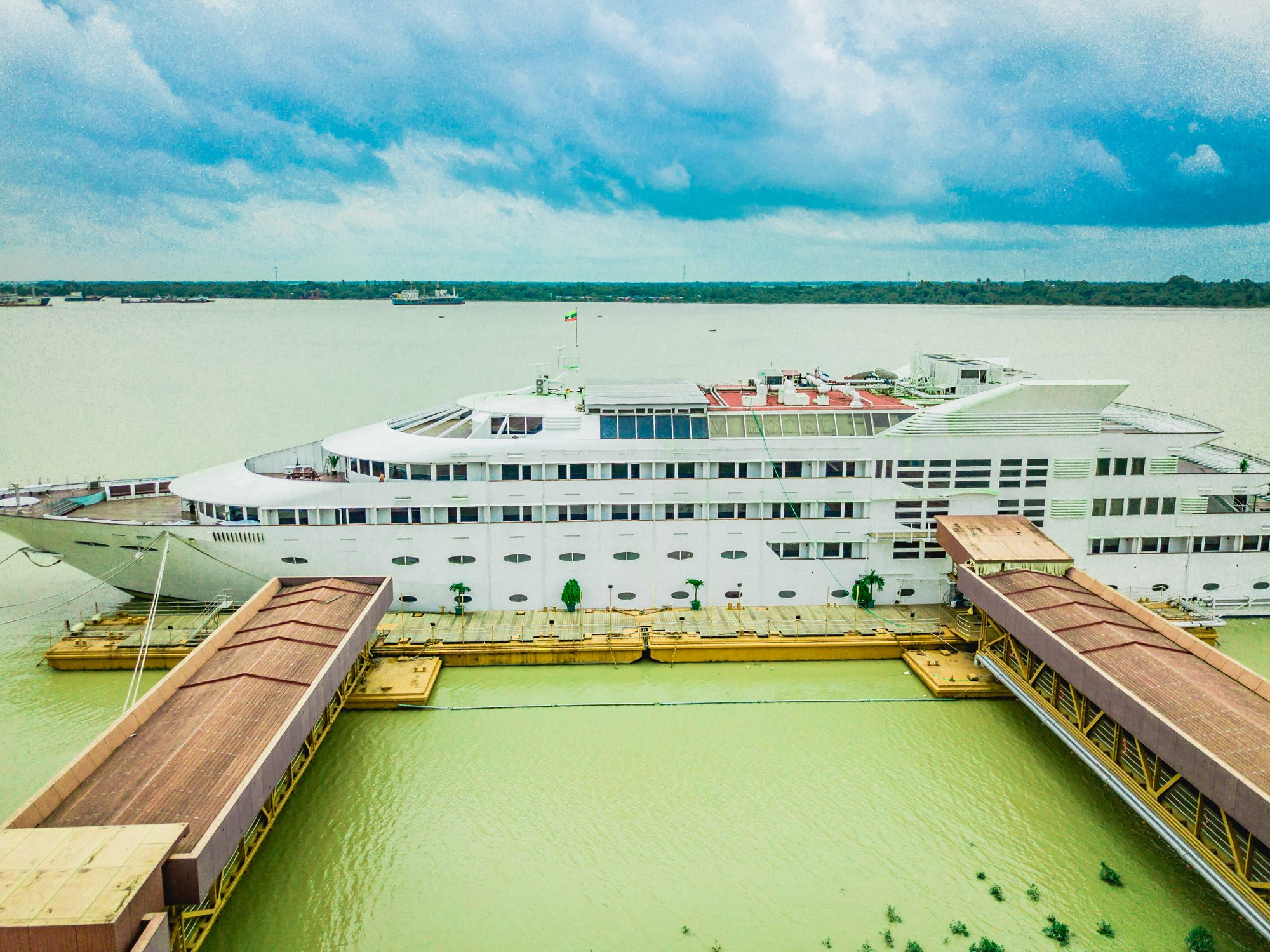 Vintage luxury yacht hotel yangon marry for Hotel vintage luxury yacht